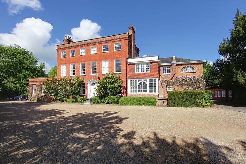 Hare Hatch Grange, Bath Road, Hare Hatch, Reading, Berkshire, RG10